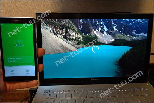 Mugen Wi-Fiで4K動画を再生ていている写真