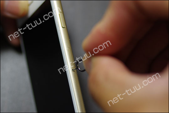 iPhone SIMトレー